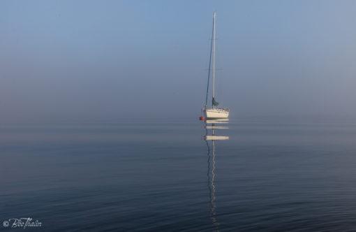 Tavlor - Värmdö skärgård - Båten i dimman 2