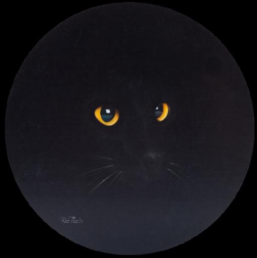 Svart katt med gula ögon motiv. Motivet finns även som bricka och glasunderlägg samt vinkasse. Effektfullt med de gula ögonen mot den svarta bakgrunden.