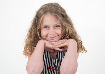 Klara i studion - Barnfotograf Bee Thalin på Värmdö